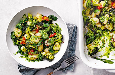 Roast gnocchi with veg and spinach pesto