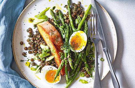 Roasted salmon with lentils and asparagus