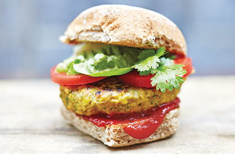 Spicy corn and chickpea burgers
