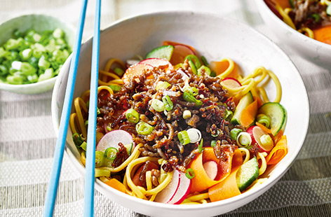 Spicy noodle salad bowl