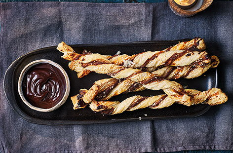If you're struggling to think of the perfect party food for your next celebration, try these delicious pastry straws, filled with tasty tahini (or peanut butter, if you prefer) and sweet honey