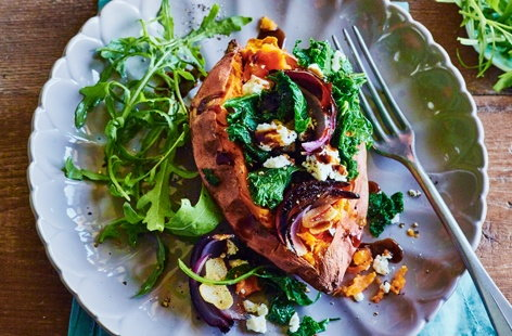 Baked sweet potatoes with kale, feta, chilli and onion