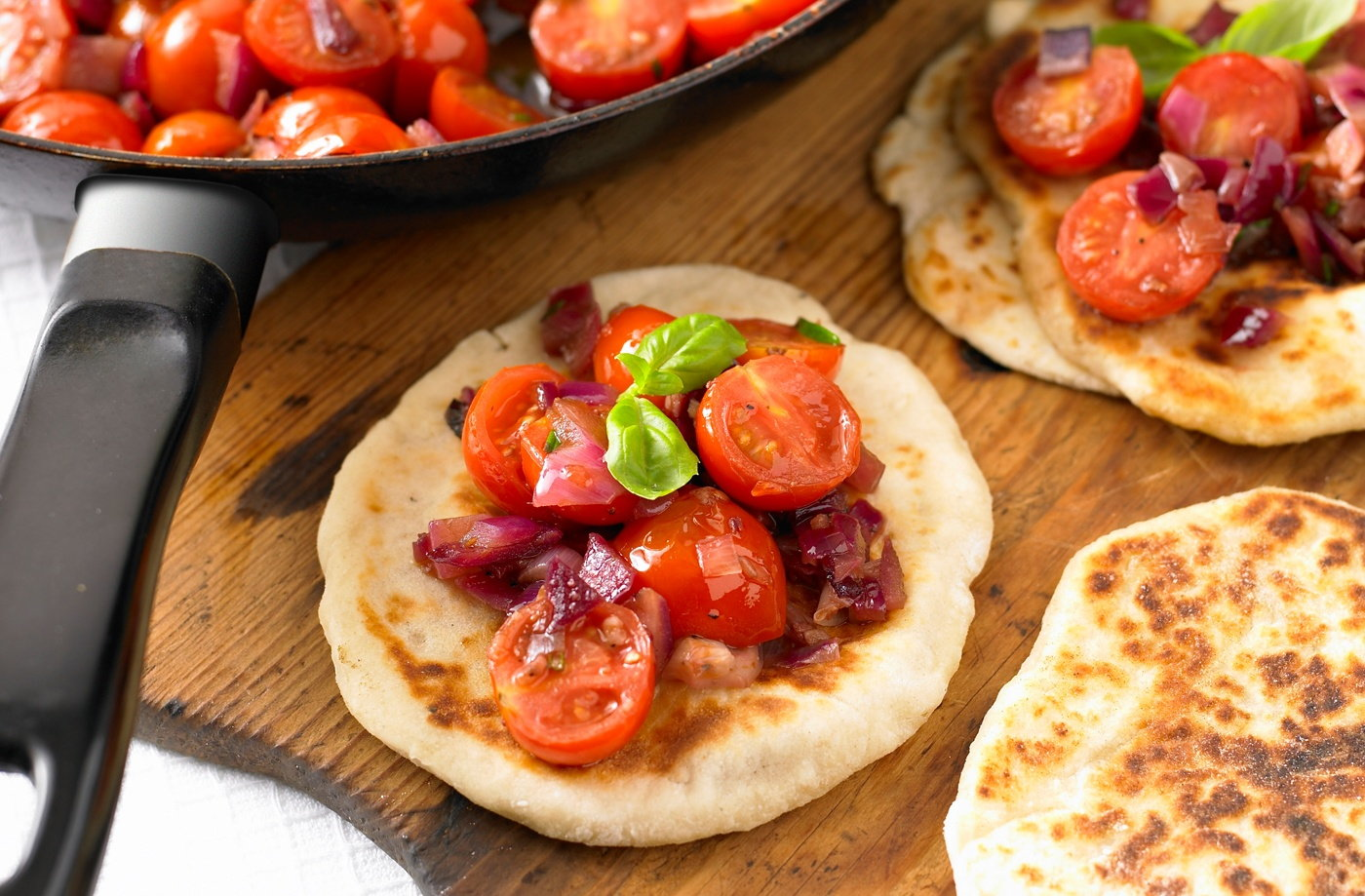 Flatbreads with tomato topping recipe