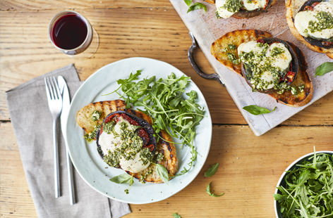 Grilled mushrooms with pesto and mozzarella