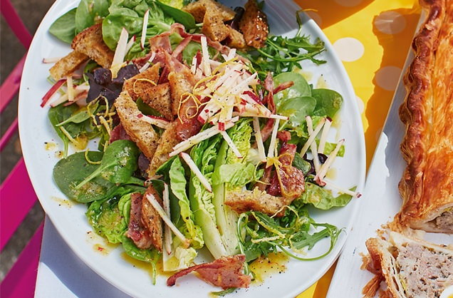 Spinach and bacon salad with parmesan croutons recipe