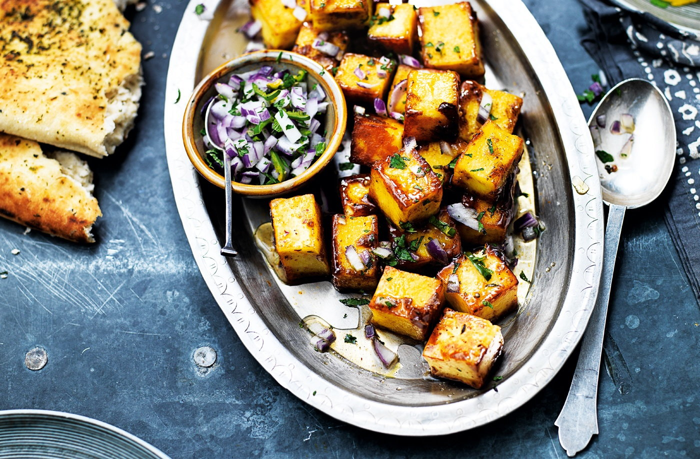 Chilli paneer bites with red onion and mint salad
