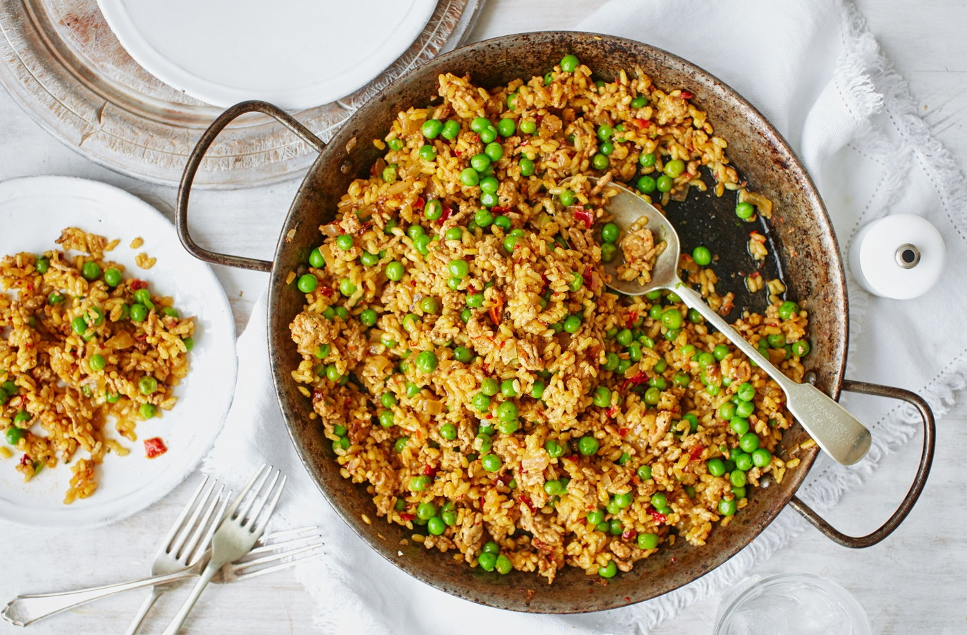 One-pot pork and pea paella