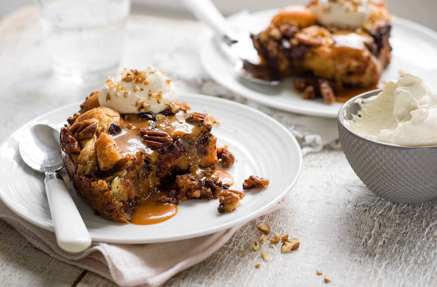 Slow cooker bread pudding with caramel