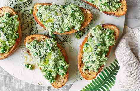 Smashed pea bruschetta