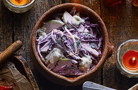 Coleslaw with chicory, apple and blue cheese