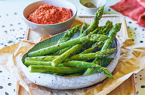 Griddled asparagus with romesco sauce