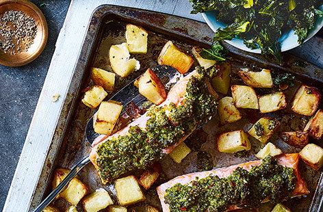 Baked salmon with kale pesto