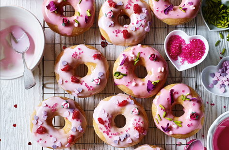 Everybody loves a sweet, sugary doughnut, so what better way to show your love this Valentine's Day than with these gorgeous pink ones. This super-simple edible gift idea uses ready-made doughnuts which you can decorate with coloured icing and sprinkles.
