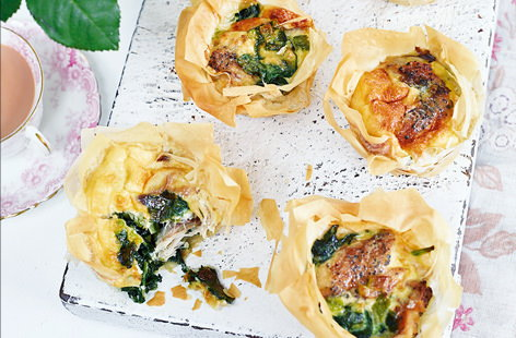 Peppered mackerel tartlets