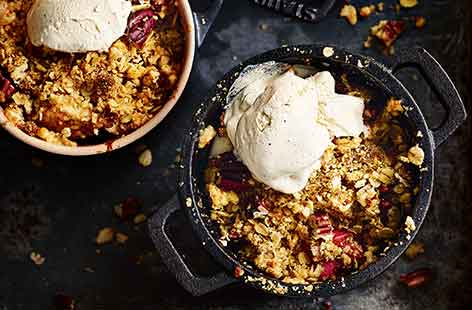 Rhubarb and apple oat-nut crumbles