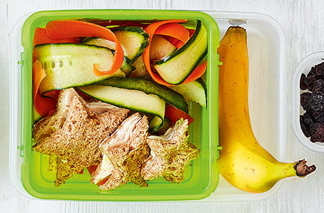 A fun lunchbox idea for kids, cut these turkey sandwiches into star shapes for an easy, healthy packed lunch. Find more Lunchbox recipes on Tesco Real Food.