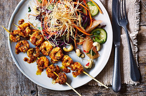 Bring some zingy, fresh Thai flavours to your next Friday night dinner with this easy prawn skewer recipe. Flavoured with red Thai curry paste for a spicy kick and served with a vibrant grapefruit and crunchy veg salad, this makes a delicious dinner for 2.