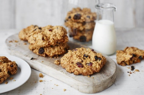 Super fruit oat cookies