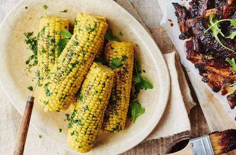 Green herb and chilli corn on the cob