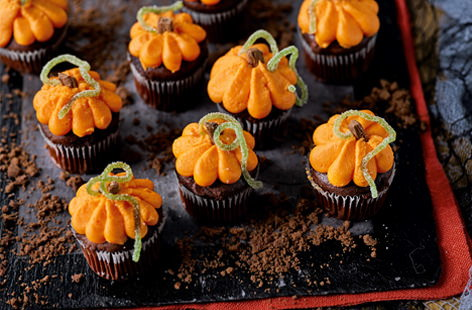 These pumpkin-inspired cupcakes are a monstrously good Halloween party treat. So easy to make, all you need to do is to pipe orange icing onto mini chocolate muffins.