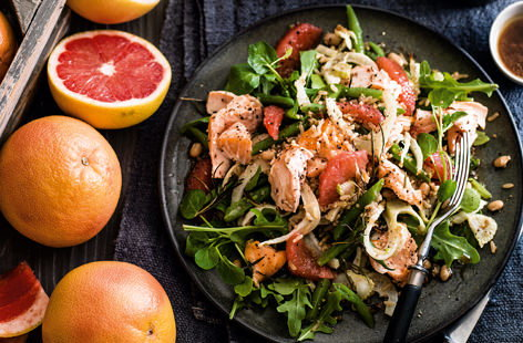 Salmon, green bean and pink grapefruit salad