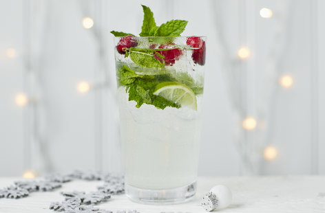 Coconut and cranberry mojito