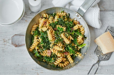 Kale, anchovy and lemon pasta