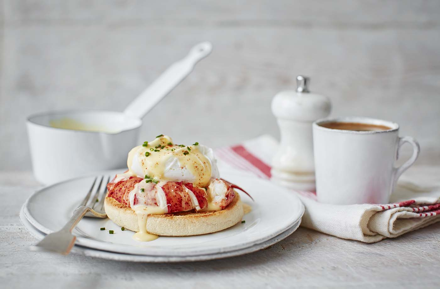Classic eggs Benedict has been given a gourmet twist with the addition of luxurious lobster. This delicious Christmas brunch recipe pairs meaty lobster with creamy, velvety hollandaise sauce and a perfectly poached egg
