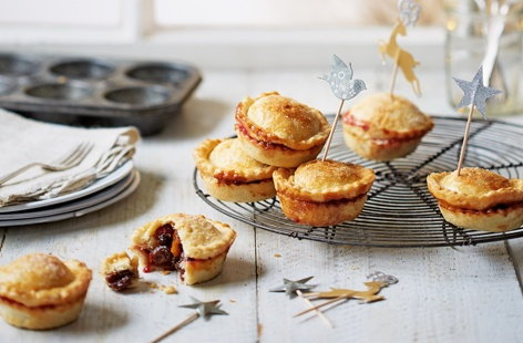 These mince pies are ultra fruity and fresh, crammed with deliciously juicy clementines and cranberries.
