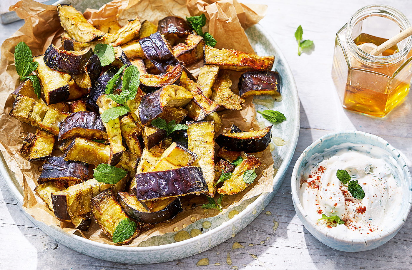 Baked aubergine chips with honey and thyme