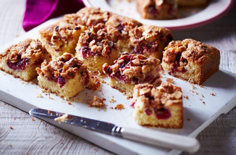 Tangy raspberries and sweet almonds are one of the great taste duos. This gluten-free, dairy-free alternative to a classic raspberry and almond cake is super simple to make and will keep for 2 days in the fridge.