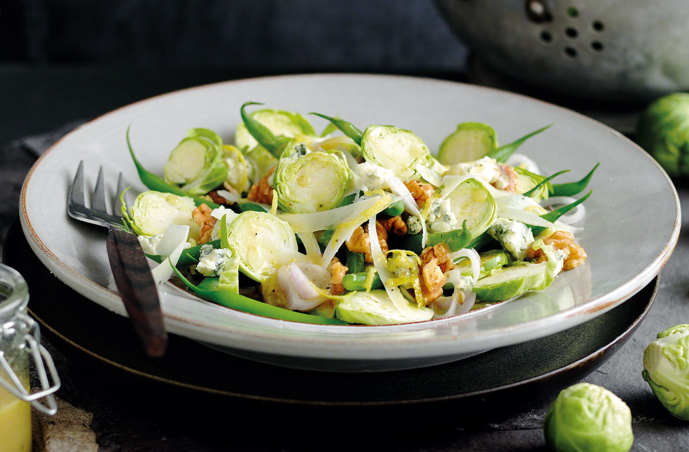 Raw sprout and walnut salad with Gorgonzola recipe