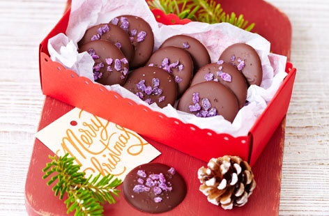 Rose and violet chocolate drops