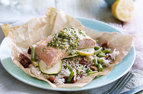 Pesto salmon parcels with green beans