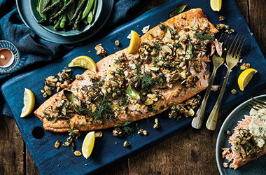 Salmon with toasted seeds and prosecco sauce