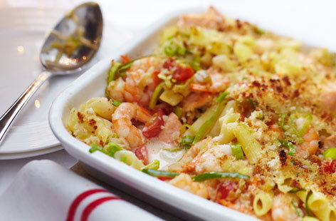 This is a lovely salmon, prawn and leek pasta bake that, crucially, contains no gluten, as it uses Free From pasta and gluten-free bread. Adding chillies and coconut milk brings a tasty Asian touch. Serve with a crisp green salad.