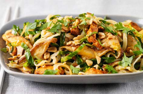 Shiitake mushroom and chicken pad thai thumb