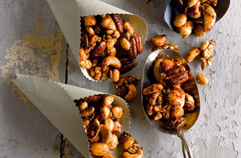 Spiced nuts HERO