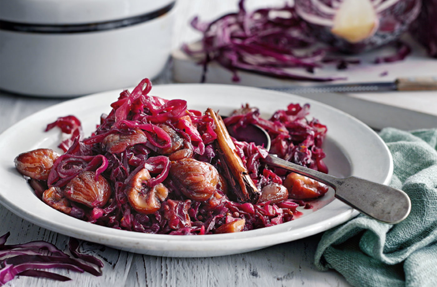 Spiced braised red cabbage with red wine vinegar and chestnuts recipe