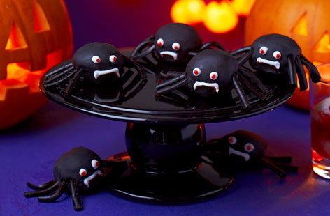 These cake pop creepy crawlies are a must-have for any Halloween dessert table. Complete with liquorice legs and edible eyes these spooky spiders will be loved by all the family