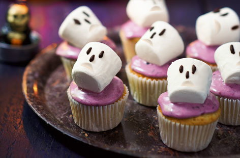 Spooky blackberry cupcakes with marshmallow skulls