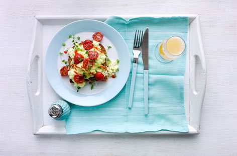 Spring onion egg scramble with tomatoes (H)