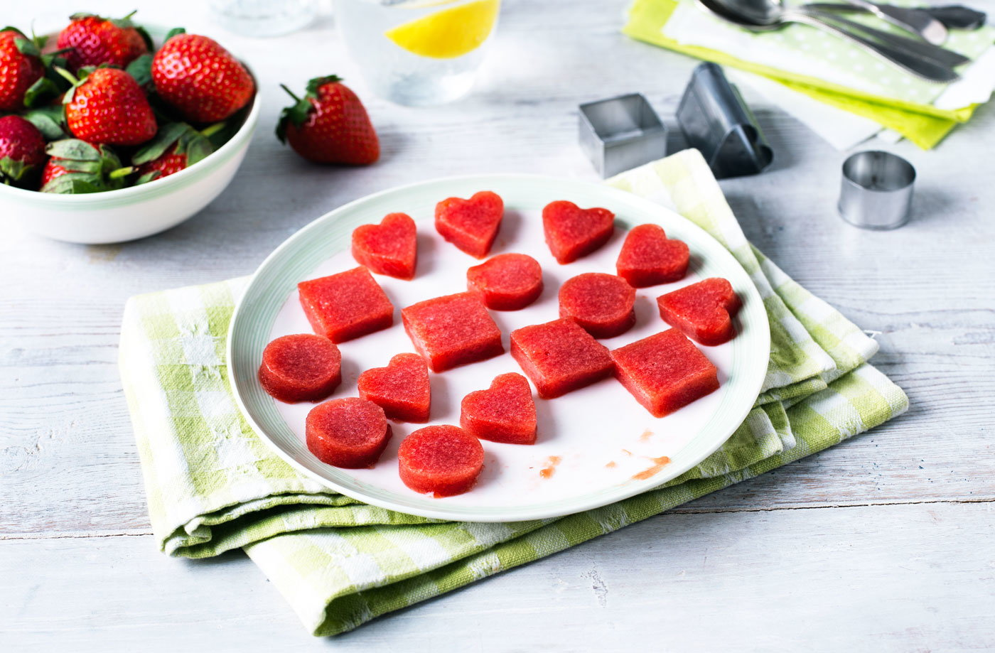 Strawberry gummy snacks recipe