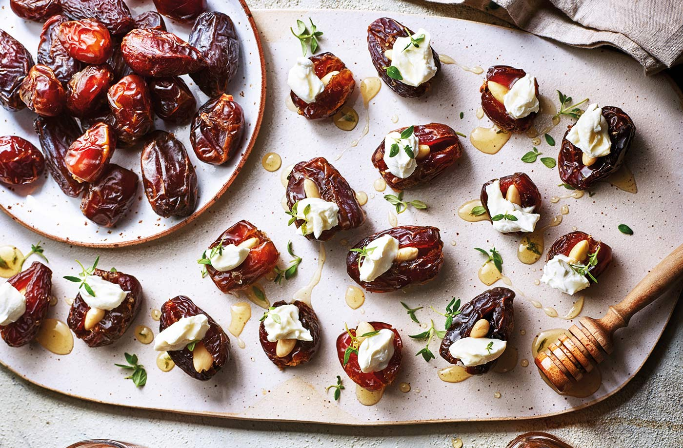 Stuffed dates with goat's cheese and almonds recipe