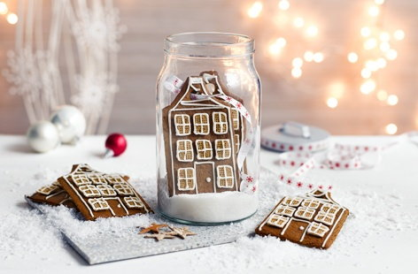 These miniature gingerbread townhouses are both beautiful and delicious