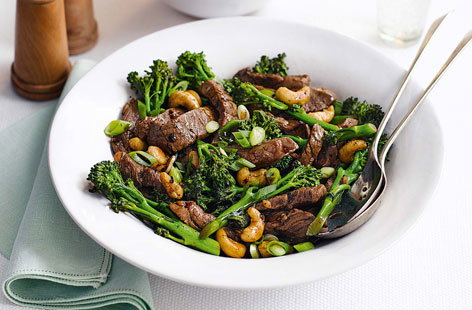 For a speedy and delicious dinner ready in just 20 minutes, try this fragrant Chinese stir-fried beef with broccoli and cashew nuts