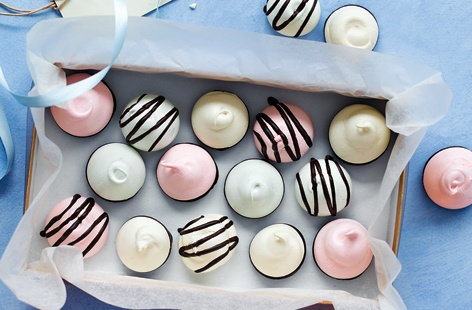 Surprise family and friends with a box full of these delicate and delicious drops