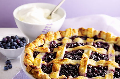 Bilberry pie with cream recipe