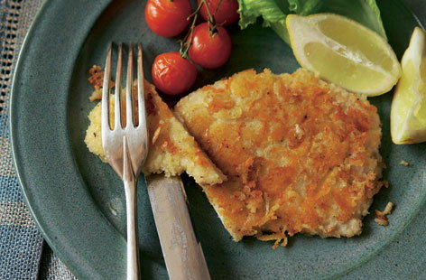 Try making your own cheesy crispy schnitzels using this recipe featuring turkey breast, emmental and breadcrumbs. A light dinner dish, it's served alongside bursting, roasted cherry tomatoes and lightly dressed green leaves.