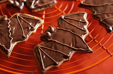 choc and ginger bat biscuits (t)
